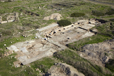 Tel Shikmona, the church south of the Tel. An aerial photograph, looking north (photo: M. Eisenberg).