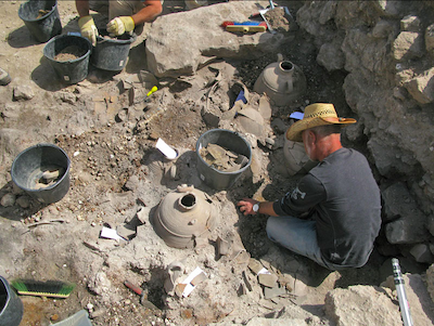 Tel Shikmona, in-situ vessels in the Byzantine house on the mound (photo: S. Bar).
